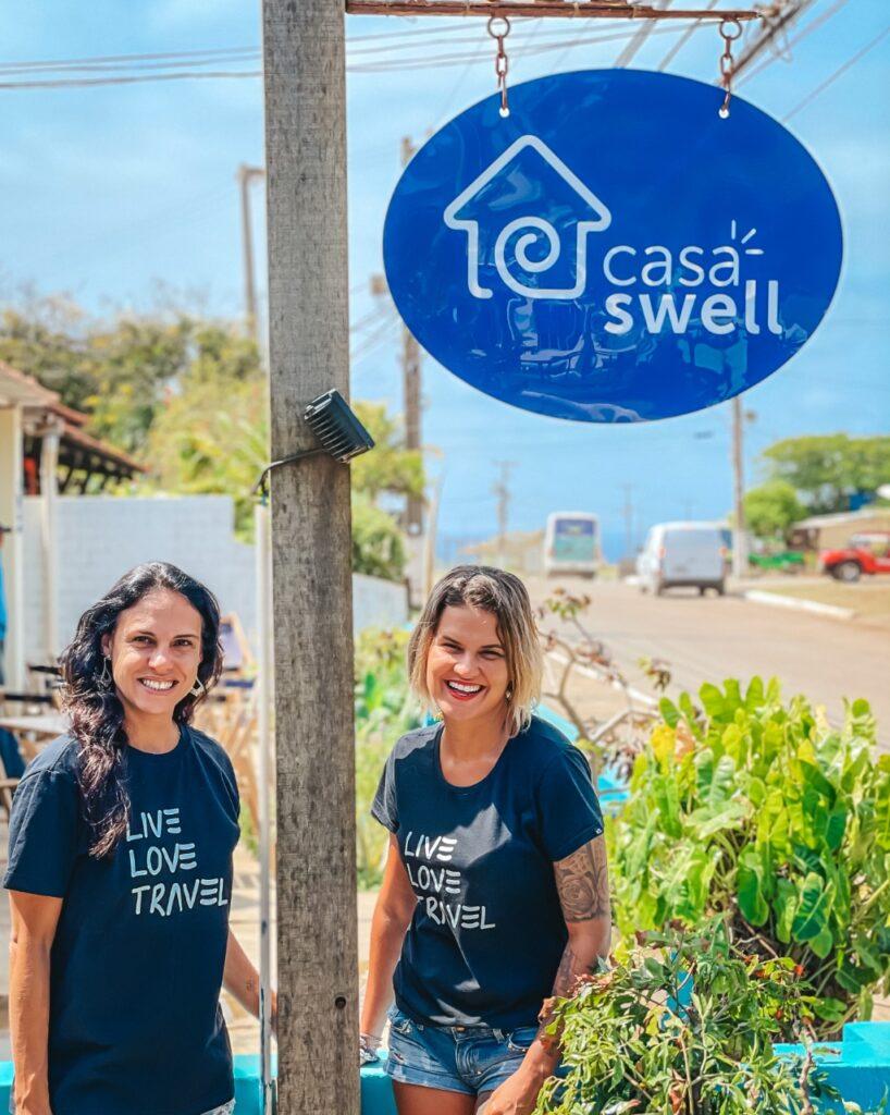 Lu e Maga, sócias do Casa Swell Hostel, em Fernando de Noronha.